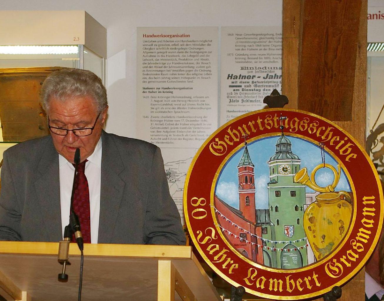 Auch im Namen des stellvertretenden Vorsitzenden bedankt sich Lambert Grasmann für die Ehrungen.